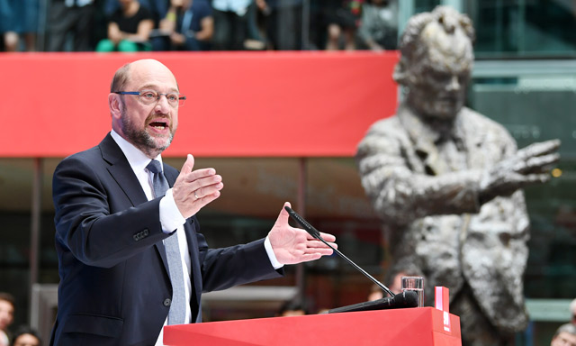 Merkel challenger Schulz calls for guaranteed public investment
