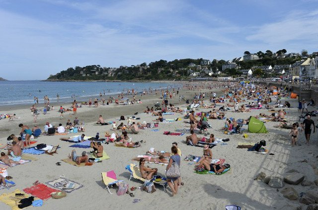 Holidaymakers in France's Brittany warned about skin cancer risks