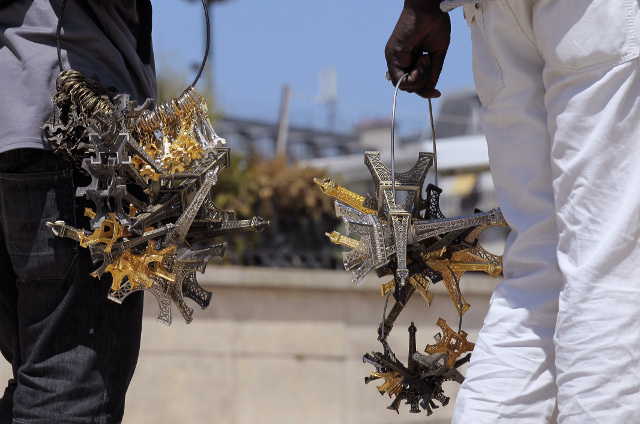 Paris souvenir seller attacks police with miniature Eiffel Towers