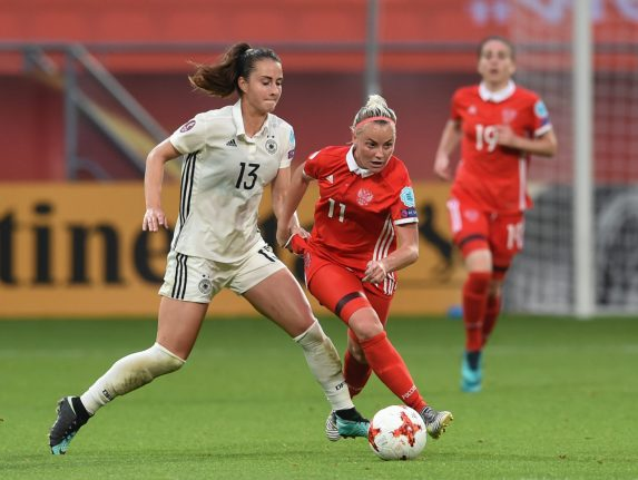 German women squash Russia to set up quarter-final clash with Danes