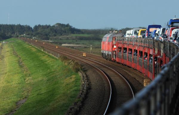 7 trains delayed as French tourists use tracks as bike path to idyllic island