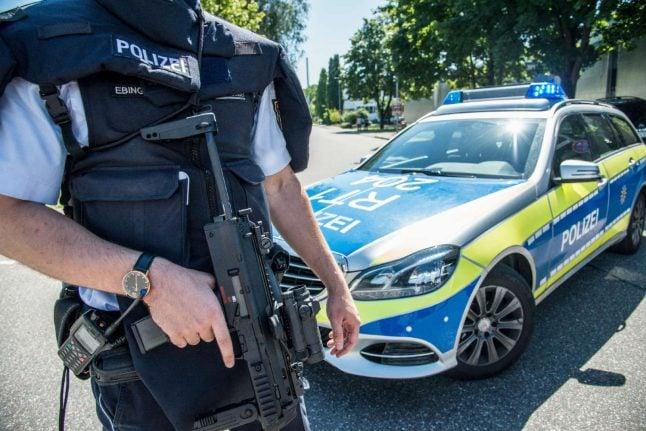 Police launch manhunt after teen brings 'gun' to school near Stuttgart