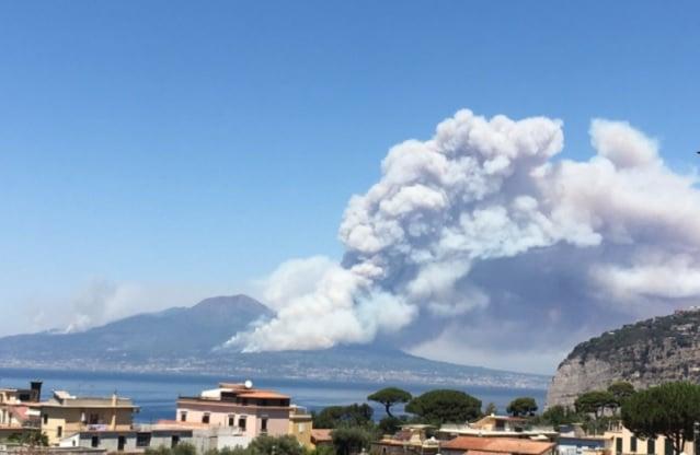 A huge blaze has broken out at Mount Vesuvius
