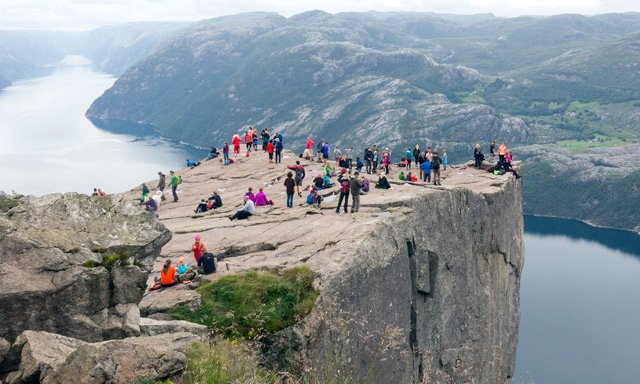 Geologists fear Norway's famed Preikestolen could collapse