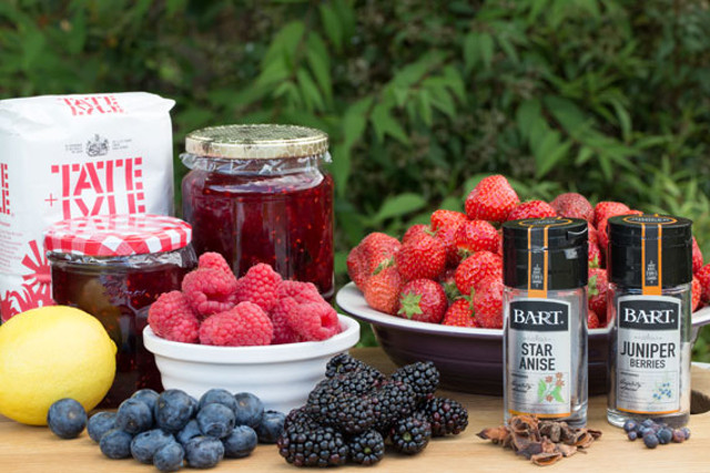 Recipe: How to make a delicious Swedish spiced berry compote
