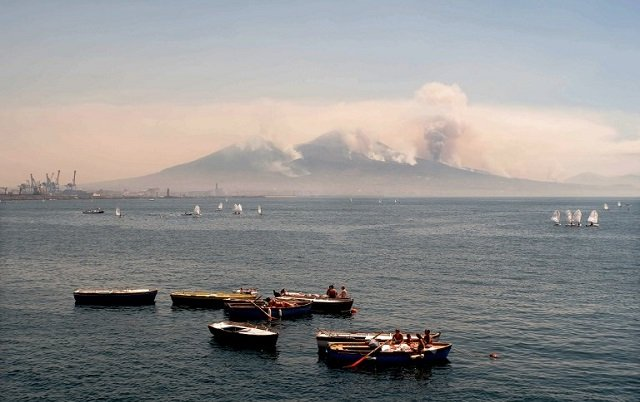 Mafia expert blames crime groups for Vesuvius fire as Italy sends in the army to tackle blaze