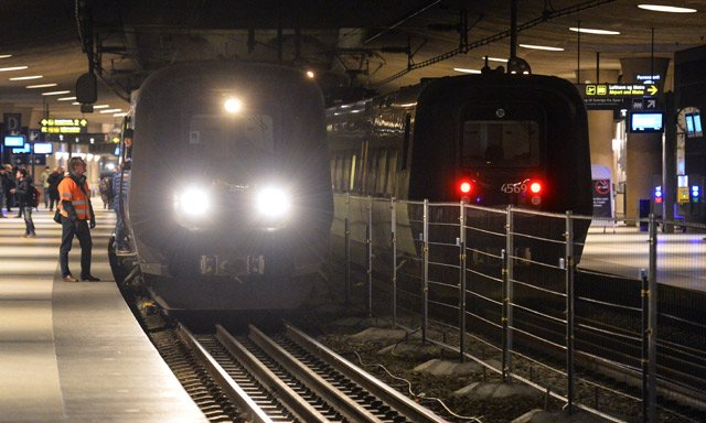 Swede with gun-shaped lighter stops Copenhagen train traffic
