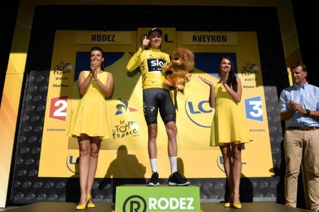 Froome amazed with yellow as Matthews wins stage