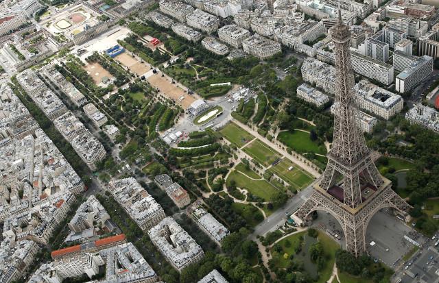 Macron to treat Trump to blue lobster in plush Eiffel Tower restaurant
