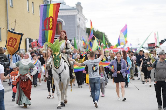 Diversity protesters march against neo-Nazis at Swedish politics week