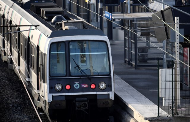 Young man killed by Paris commuter train while peeing on tracks