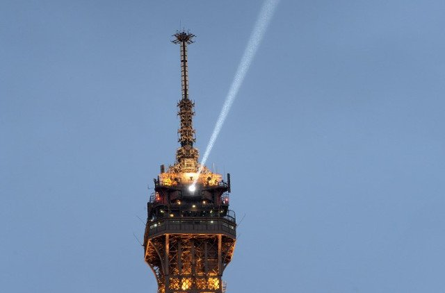 Paris: Eiffel Tower beacon goes dark until October