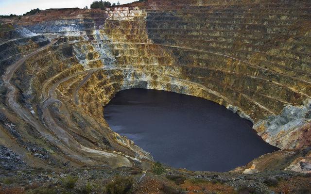 Works begin to clean Spain's 'killer lake'