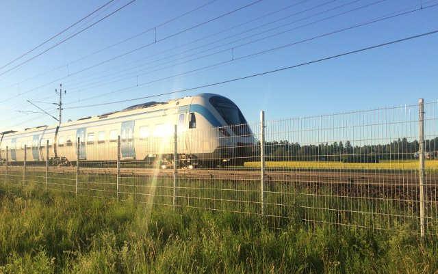 Fire halts rush-hour trains between Stockholm and Uppsala