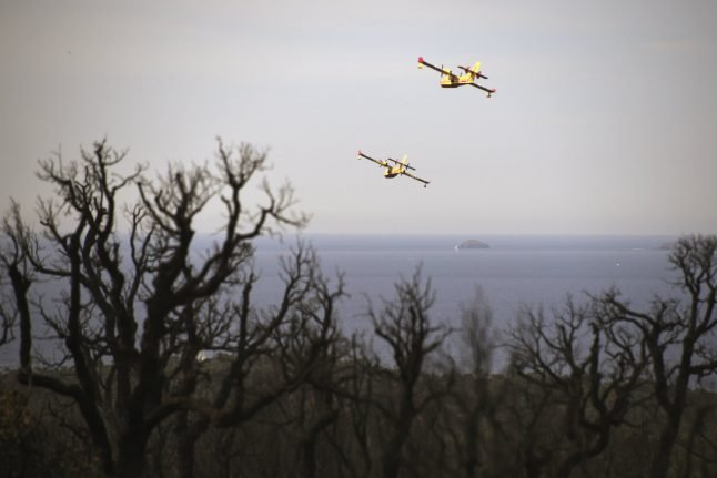 New forest fire rages in southeastern France