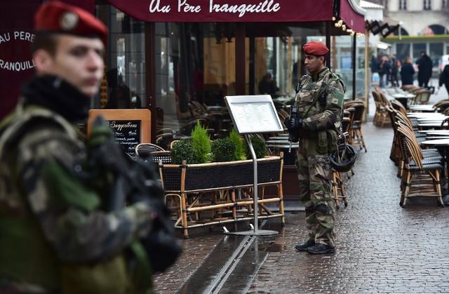 Knife-wielding man attacks soldier in Paris, no injuries