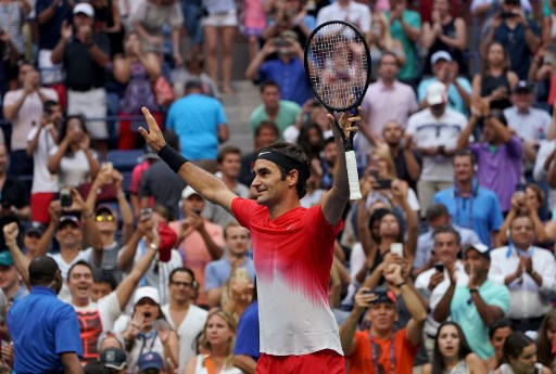 Federer toils through another five-set match at US Open