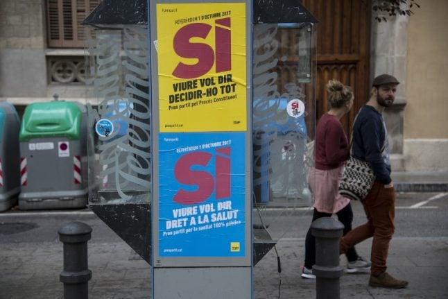 Spanish police seize pro-Catalan referendum pamphlets