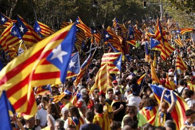 Spain prosecutors threaten to arrest pro-referendum mayors in Catalonia