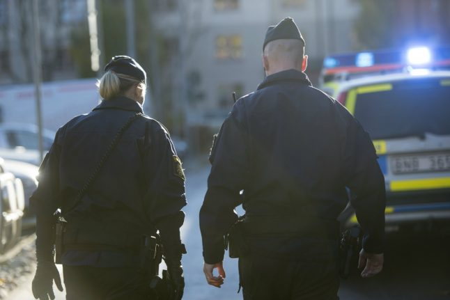 Swedish schoolchildren faked fight to get selfie with police