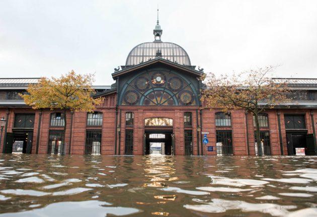 Storm Herwart kills three, brings chaos to German rail system
