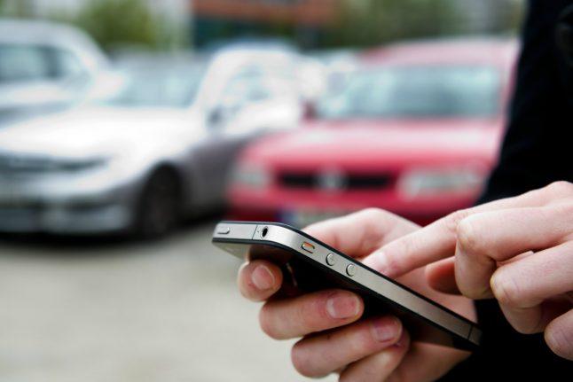 Despite being away, Munich man catches burglars by using smartphone