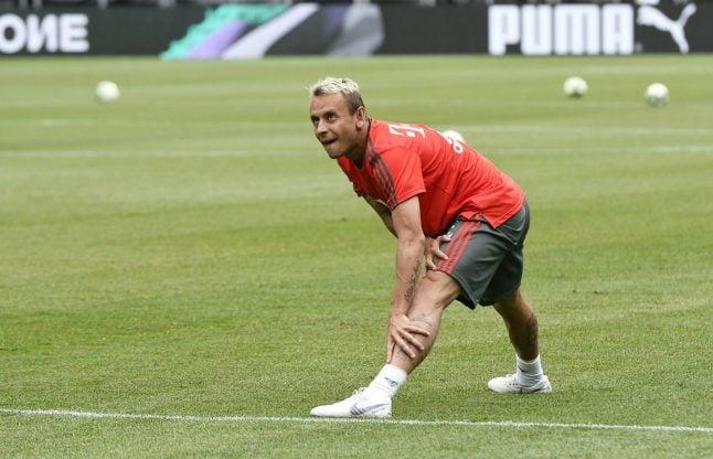Bayern's Rafinha apologizes over 'Arab bomber' Halloween costume