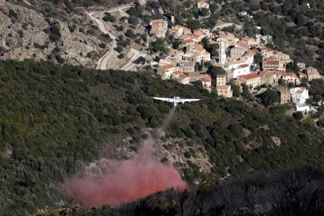 Fierce winds fan forest fires in Corsica