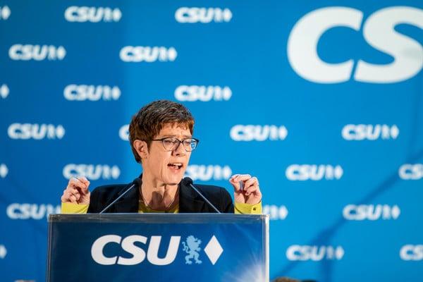 Merkel's successor responds to Macron's Europe vision