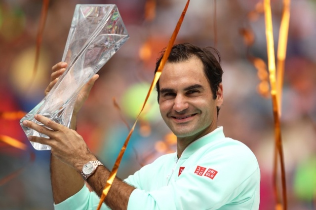 Federer sweeps past Isner in Miami final for 101st title