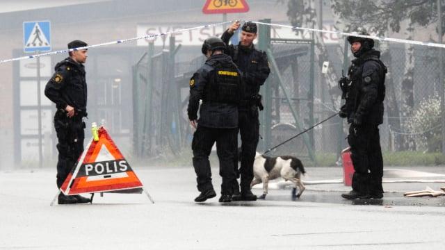 Fire destroys strip club after explosion in central Swedish city Örebro