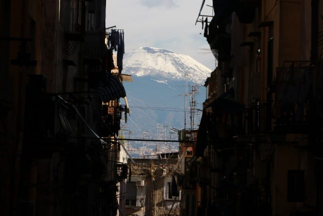 Where are Italy's active volcanoes?