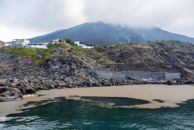 Beachgoers warned of 'mini tsunamis' after Stromboli eruption