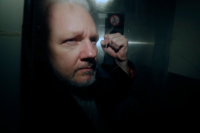 Swedish prosecutors question two new witnesses in Assange probe