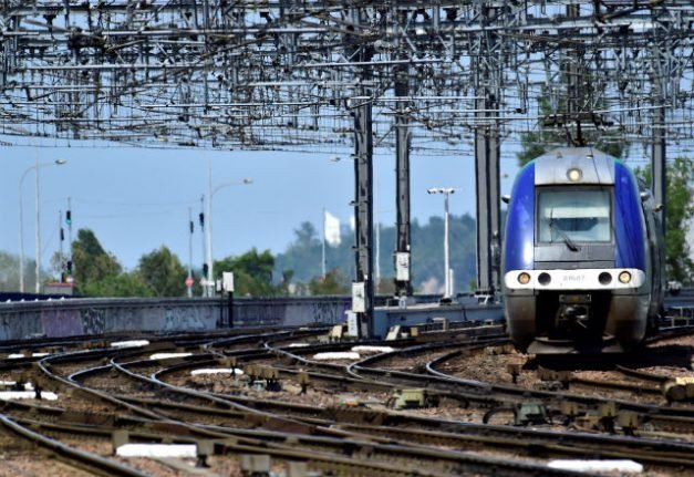 French trains still disrupted by wildcat strike on Sunday