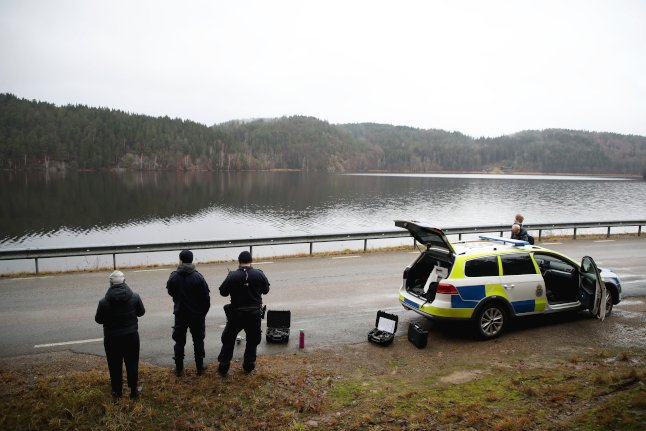 Boyfriend held as hundreds search for missing girl in western Sweden