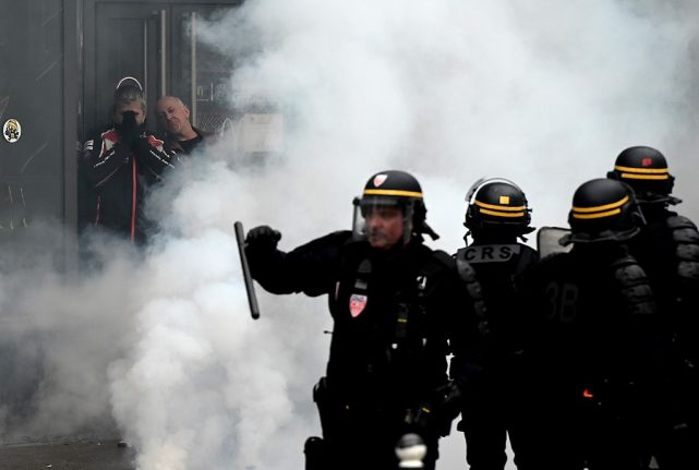 15 arrested in latest anti-Macron demo in Paris