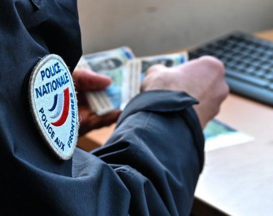 Brexit: 'Brits in France shouldn't worry about delay to carte de séjour website'