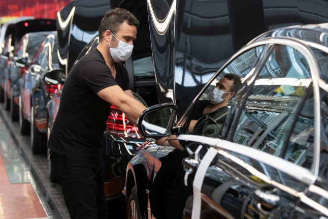 Thousands of employees from Germany's Daimler trim hours to save jobs
