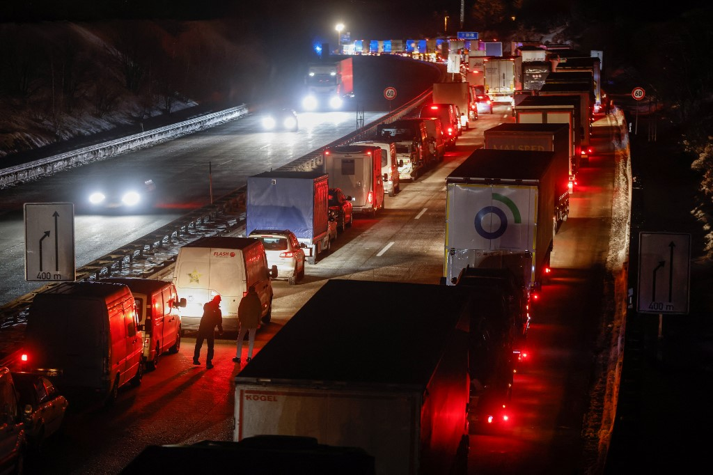 Traffic has come to a standstill as people try to cross the German-Czech border crossing Odd AndersonAFP