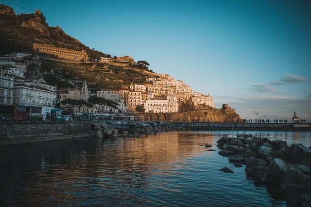 VIDEO: Amalfi Coast road hit by landslide