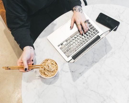 France legalises employees eating at their desks