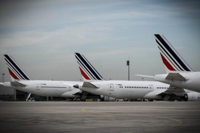 France to ban short domestic flights in a bid to reduce climate emissions