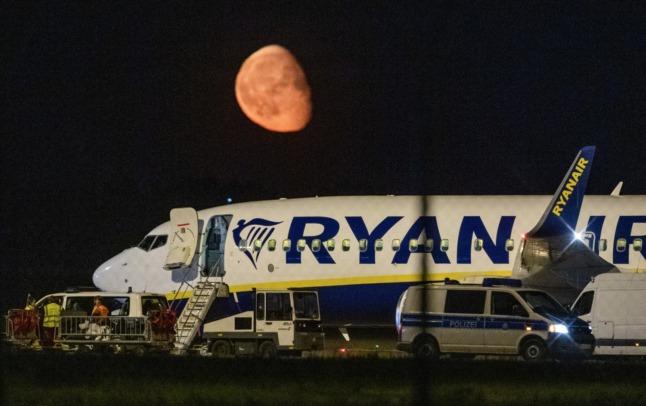 UPDATE: Ryanair passenger jet makes emergency landing in Berlin over 'fake bomb threat'