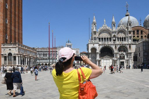 Dress up and pay up: Venice mayor announces updated plans to control tourism in the city