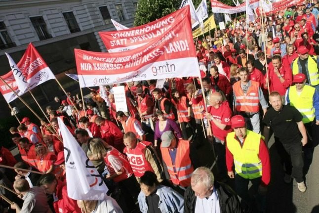 Should foreign workers in Austria join a union?