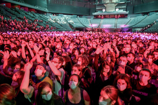 Paris trial gig shows no increase in Covid infections among the (masked) concert-goers