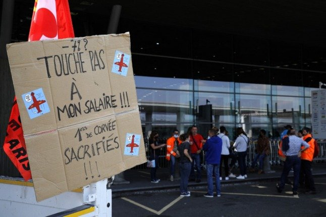 Travellers warned to expect disruption as French airport workers strike
