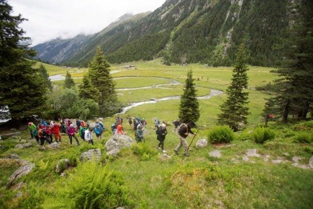 'Walk with us': Actors recreate Jewish flight through the Austrian Alps