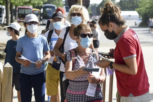 How people vaccinated in the USA can access the French health passport